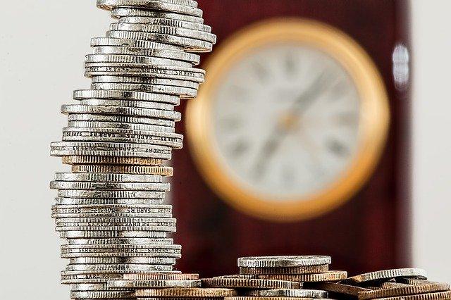 peníze a hodiny.jpg