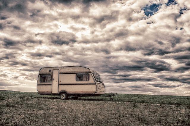 karavan na louce
