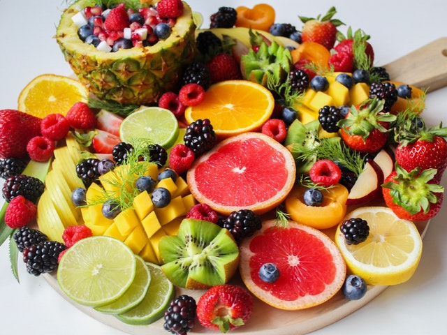 talíř ovoce, ananas, grep
